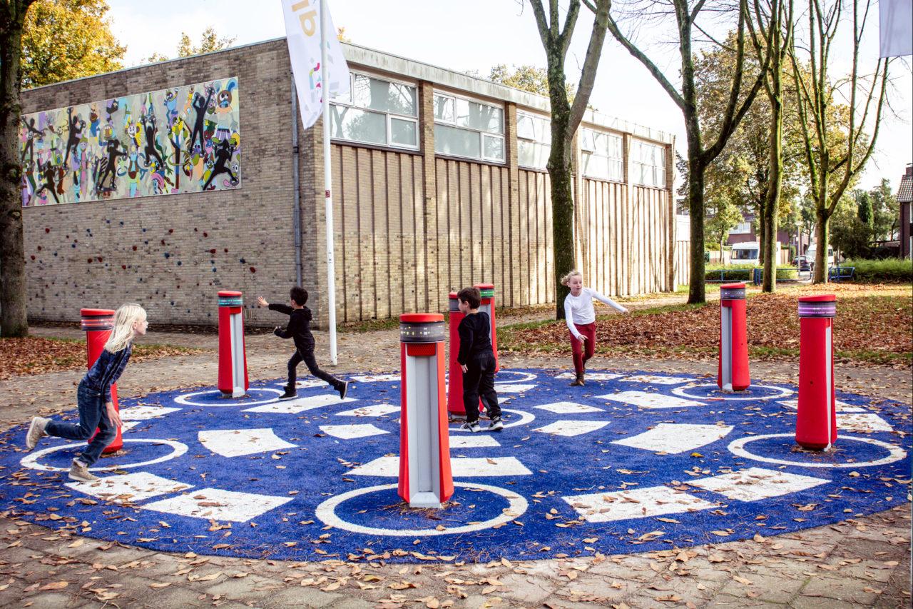 Yalp Memo - Spielsäulen - Auf dem Schulhof