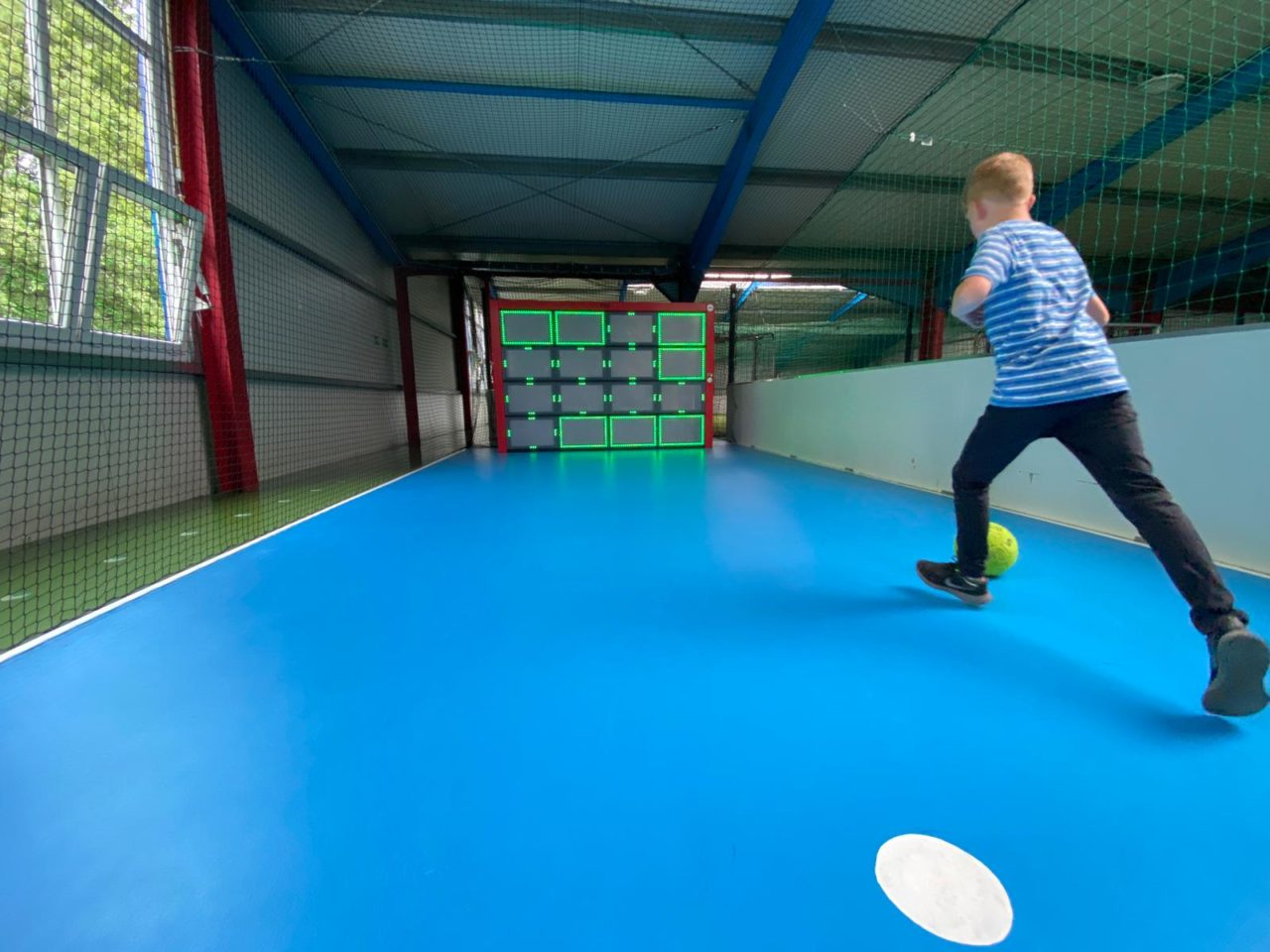 Yalp Sutu - Fußballwand - Im Freizeitpark